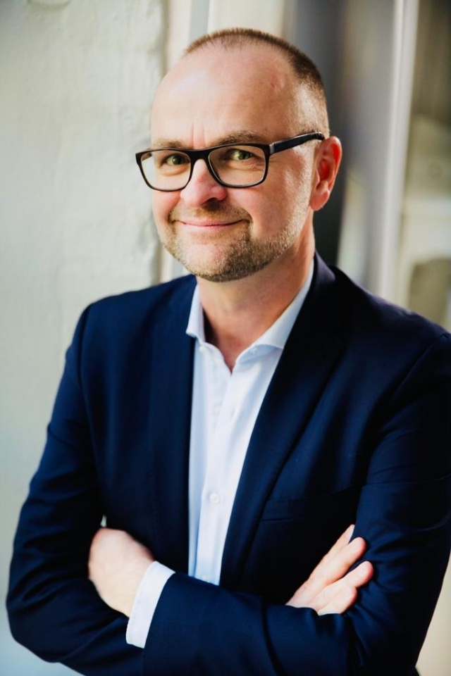 Alexander Kühnen - CHIEF SALES OFFICER